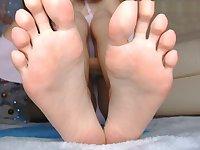 Dirty barefeet fetish. Juicy goddess feet close up so you lick them. Webcam