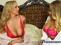 Experienced lesbian Julia Ann is licking juicy pussy of sex-appeal girlfriend