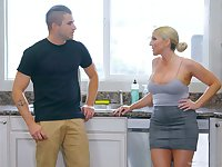 Jaw dropping milf Christie Stevens gives a nuru massage and gets laid